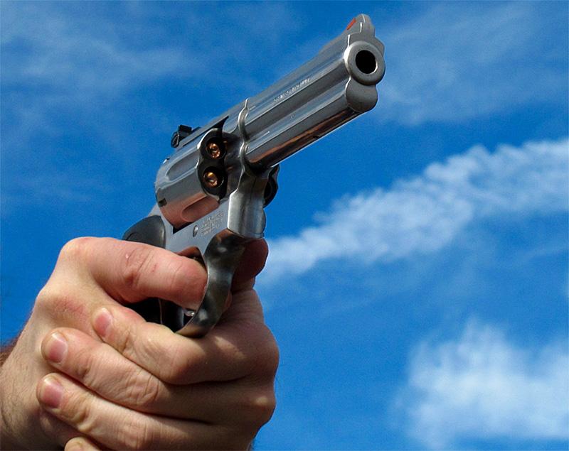 empuñamiento del revolver