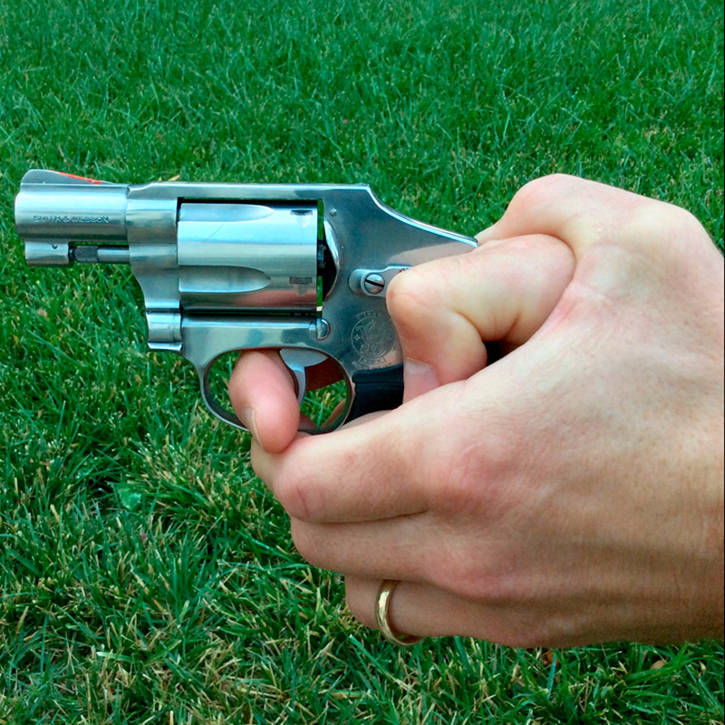 empuñar revolver pequeño