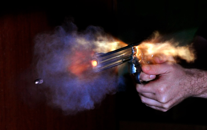 disparo con revolver