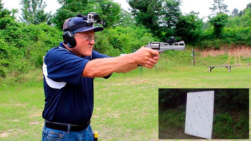 postura de tiro con revolver